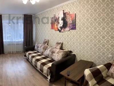 1-комнатная квартира, 30 м², 1/5 этаж посуточно, Пичугина — Нуркена Абдирова за 6 000 〒 в Караганде, Казыбек би р-н