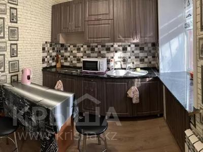 1-комнатная квартира, 30 м², 1/5 этаж посуточно, Пичугина — Нуркена Абдирова за 6 000 〒 в Караганде, Казыбек би р-н — фото 2