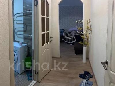 1-комнатная квартира, 30 м², 1/5 этаж посуточно, Пичугина — Нуркена Абдирова за 6 000 〒 в Караганде, Казыбек би р-н — фото 4