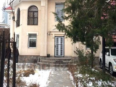 8-комнатный дом помесячно, 300 м², 10 сот., Аль-Фараби — Достык за 800 000 〒 в Алматы, Медеуский р-н