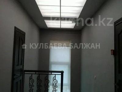 8-комнатный дом помесячно, 300 м², 10 сот., Аль-Фараби — Достык за 800 000 〒 в Алматы, Медеуский р-н — фото 16