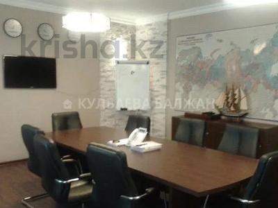 8-комнатный дом помесячно, 300 м², 10 сот., Аль-Фараби — Достык за 800 000 〒 в Алматы, Медеуский р-н — фото 2