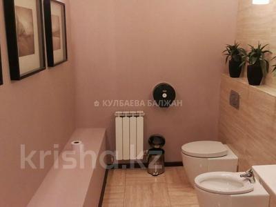 8-комнатный дом помесячно, 300 м², 10 сот., Аль-Фараби — Достык за 800 000 〒 в Алматы, Медеуский р-н — фото 5
