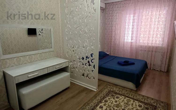 1-комнатная квартира, 50 м², 10/17 этаж посуточно, Кунаева 91 — Рыскулова за 12 000 〒 в Шымкенте, Аль-Фарабийский р-н