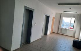 2-комнатная квартира, 68.2 м², 9/10 этаж, мкр Городской Аэропорт, Республики 1/4 за 17.5 млн 〒 в Караганде, Казыбек би р-н