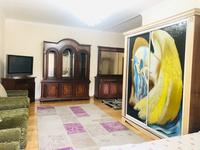 2-комнатная квартира, 93 м², 2/18 этаж посуточно, Курмангазы 145 — Муканова за 15 000 〒 в Алматы, Алмалинский р-н