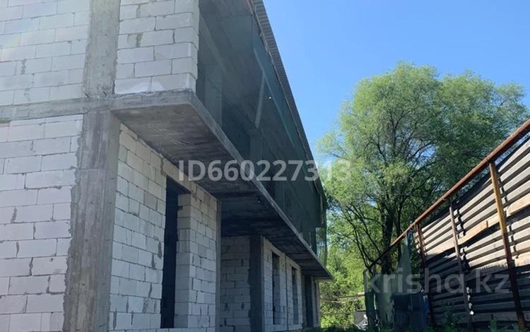Здание, площадью 1400 м², Басыбек 1 — Поворот аэропорт за 60 млн 〒 в Кызыле ту-4