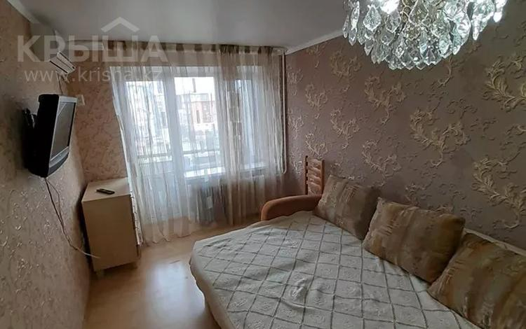 1-комнатная квартира, 45 м², 3/5 этаж посуточно, Азаттык 49 за 7 000 〒 в Атырау