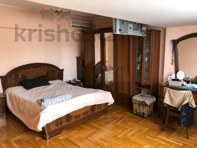 4-комнатная квартира, 110 м², 5/5 этаж на длительный срок, улица Наурызбай Батыра 122 за 330 000 〒 в Алматы, Алмалинский р-н