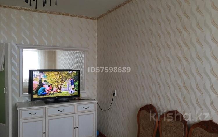 2-комнатная квартира, 80 м², 5/5 этаж, 10 мкр 6дом за 8 млн 〒 в Таразе