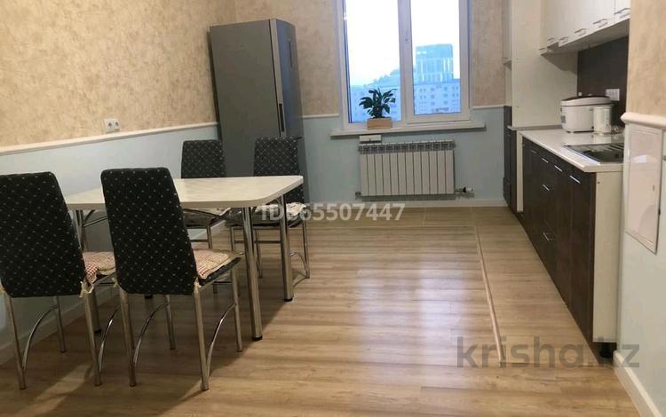 1-комнатная квартира, 60 м² помесячно, Кабанбай батыра 7 за 210 000 〒 в Нур-Султане (Астане)