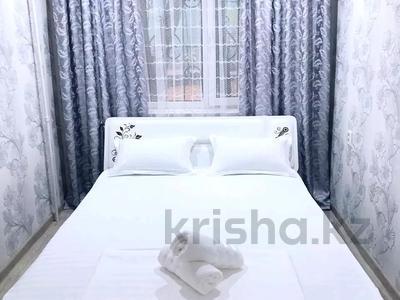 2-комнатная квартира, 56 м², 3/5 этаж посуточно, проспект Тауке хана 4 — Момышулы за 8 000 〒 в Шымкенте
