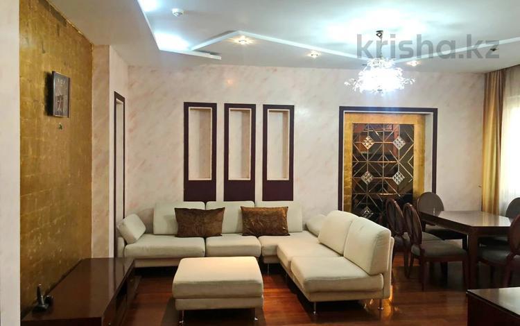2-комнатная квартира, 77 м² помесячно, Кабанбай батыра 87 за 300 000 〒 в Алматы, Алмалинский р-н