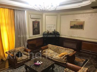 6-комнатная квартира, 370 м², 1/3 этаж, Самал 3 — Мендекулова за 240 млн 〒 в Алматы, Медеуский р-н