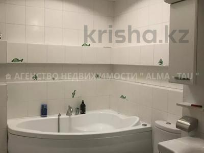 6-комнатная квартира, 370 м², 1/3 этаж, Самал 3 — Мендекулова за 240 млн 〒 в Алматы, Медеуский р-н — фото 17