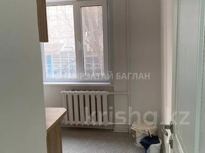 3-комнатная квартира, 60 м², 1/5 этаж помесячно, проспект Богенбай батыра 31 — проспект Сарыарка за 120 000 〒 в Нур-Султане (Астана), Сарыарка р-н — фото 13