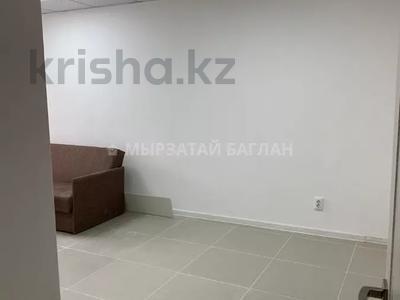 3-комнатная квартира, 60 м², 1/5 этаж помесячно, проспект Богенбай батыра 31 — проспект Сарыарка за 120 000 〒 в Нур-Султане (Астана), Сарыарка р-н — фото 3