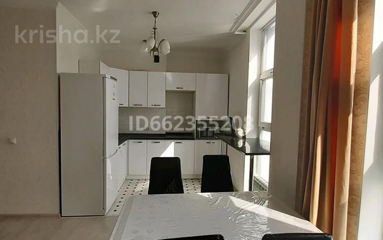 2-комнатная квартира, 70 м² посуточно, Мәңгілік Ел 54 за 12 000 〒 в Нур-Султане (Астана), Есиль р-н