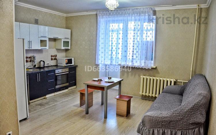 1-комнатная квартира, 37 м², 7/15 этаж посуточно, Акмешит 7 за 7 000 〒 в Нур-Султане (Астана), Есиль р-н
