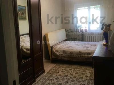 2-комнатная квартира, 60 м², 2/9 этаж, мкр Аксай-3 6 — Толе би за 26 млн 〒 в Алматы, Ауэзовский р-н