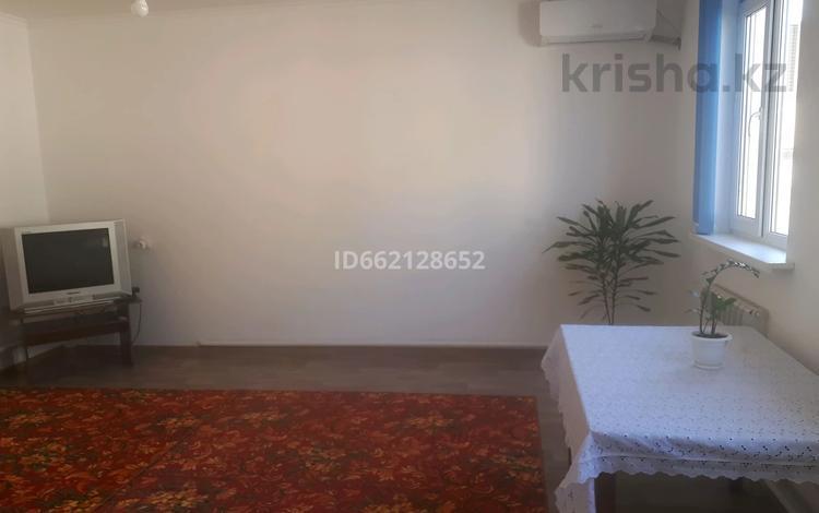 1-комнатный дом помесячно, 50 м², улица Утегена Баймуханова 5 за 40 000 〒 в