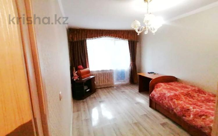 2-комнатная квартира, 48 м², 3/5 этаж, проспект Строителей 29 за 18.3 млн 〒 в Караганде, Казыбек би р-н