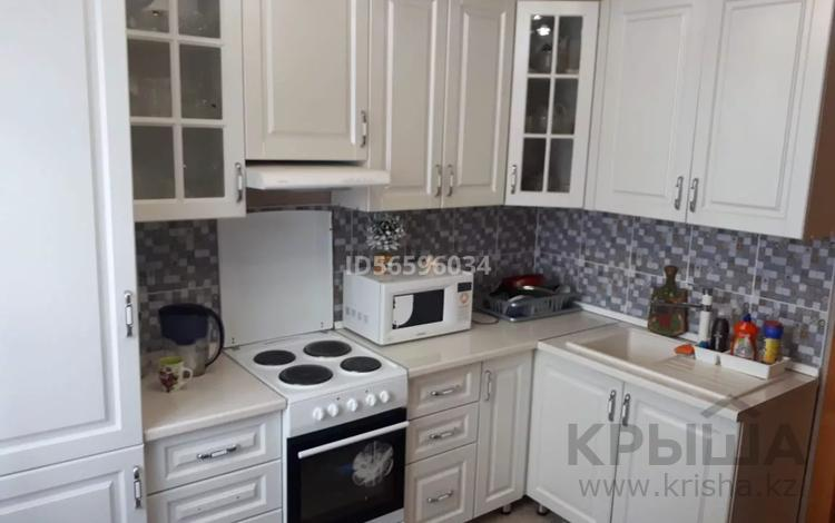 3-комнатная квартира, 63.3 м², 6/9 этаж, Шахтёров 5 за 23 млн 〒 в Караганде, Казыбек би р-н