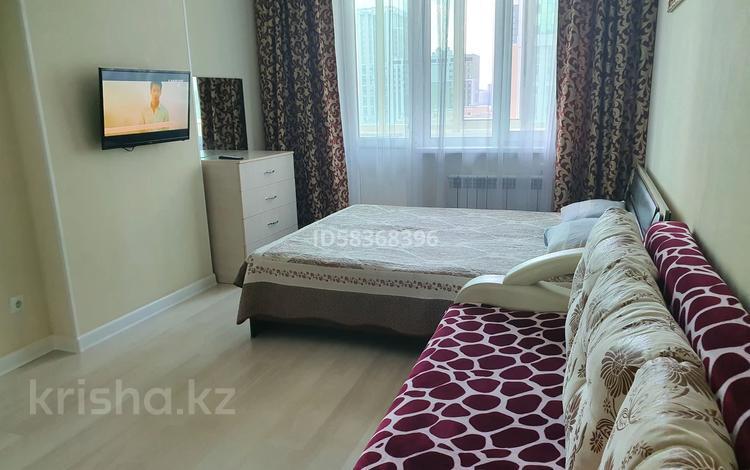 1-комнатная квартира, 60 м², 10/14 этаж посуточно, Кабанбай батыра 46 — Жанибек Керей за 8 000 〒 в Нур-Султане (Астана), Есиль р-н