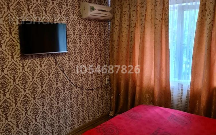 1-комнатная квартира, 36 м², 3 этаж посуточно, проспект Бауыржан Момышулы 7 — Тауке Хана за 7 000 〒 в Шымкенте, Аль-Фарабийский р-н