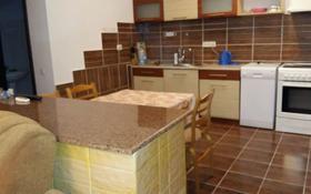 3-комнатная квартира, 110 м², 2/14 этаж посуточно, мкр Хан Тенгри, Ходжанова 78 за 20 000 〒 в Алматы, Бостандыкский р-н