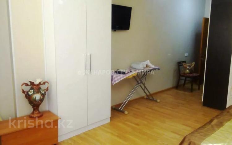 2-комнатная квартира, 80 м², 7/9 этаж помесячно, Желтоксан 17Б — проспект Кунаева за 100 000 〒 в Шымкенте
