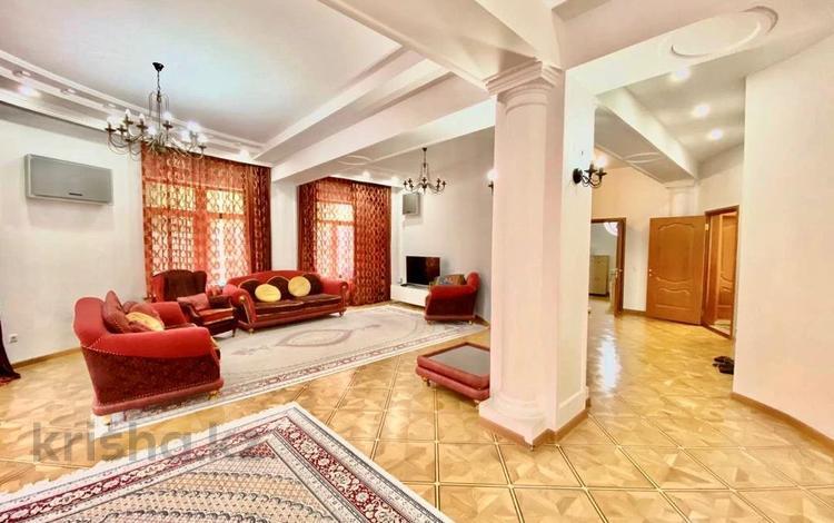 8-комнатный дом помесячно, 628 м², 10 сот., мкр Мирас, Мкр Мирас за 1.5 млн 〒 в Алматы, Бостандыкский р-н