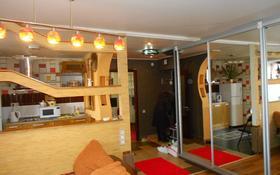 1-комнатная квартира, 57 м², 4/10 этаж посуточно, Абулхаир хана 58 — Молдагуловой за 7 000 〒 в Актобе