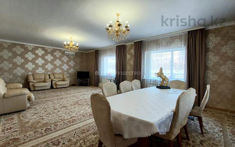 7-комнатный дом, 242 м², 11 сот., Ульяны Громовой за 59.7 млн 〒 в Уральске