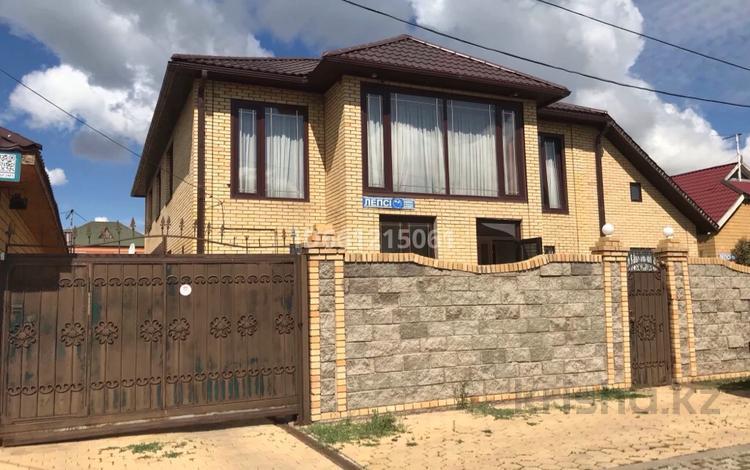 6-комнатный дом, 276 м², 10 сот., Лепсы 31 за 85 млн 〒 в Нур-Султане (Астана), Алматы р-н