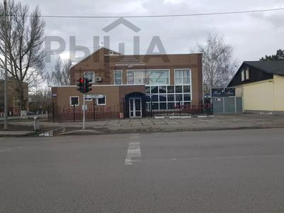 Здание, площадью 1100 м², Ерубаева 67а — Ермекова за 450 млн 〒 в Караганде, Казыбек би р-н