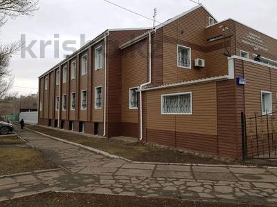 Здание, площадью 1100 м², Ерубаева 67а — Ермекова за 450 млн 〒 в Караганде, Казыбек би р-н — фото 2