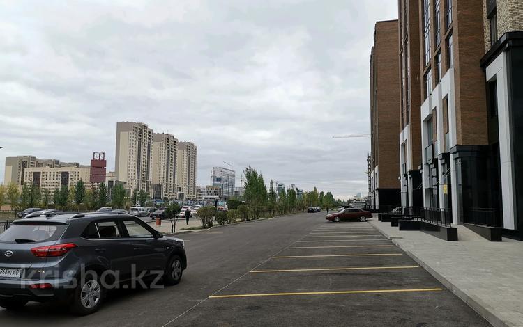 Здание, площадью 2634 м², проспект Туран 42 — Орынбор за ~ 1.1 млрд 〒 в Нур-Султане (Астана), Есиль р-н