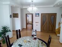 9-комнатный дом, 300 м², 8 сот.