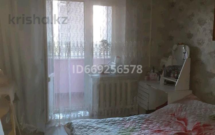 3-комнатная квартира, 61 м², 1/9 этаж, мкр. 4, 4 50 за 18.5 млн 〒 в Уральске, мкр. 4