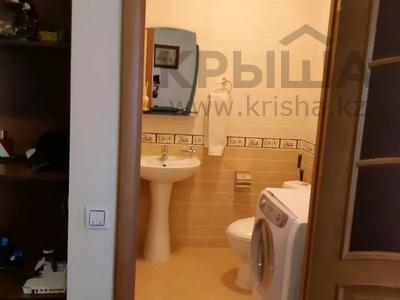 4-комнатная квартира, 150 м², 6/16 этаж, Ходжанова за 75.5 млн 〒 в Алматы, Бостандыкский р-н — фото 17