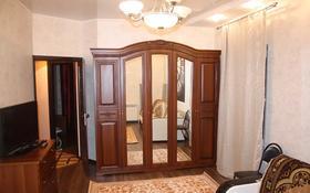 2-комнатная квартира, 70 м², 3/4 этаж посуточно, Победы 105 — Исаева за 15 000 〒 в Уральске