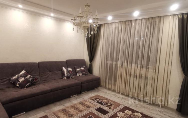 3-комнатная квартира, 85 м², 1/10 этаж, Ермекова за 28.5 млн 〒 в Караганде, Казыбек би р-н