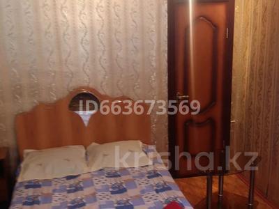 1-комнатная квартира, 40 м² по часам, Проспект Назарбаева 222 — Проспект Абая за 1 000 〒 в Уральске