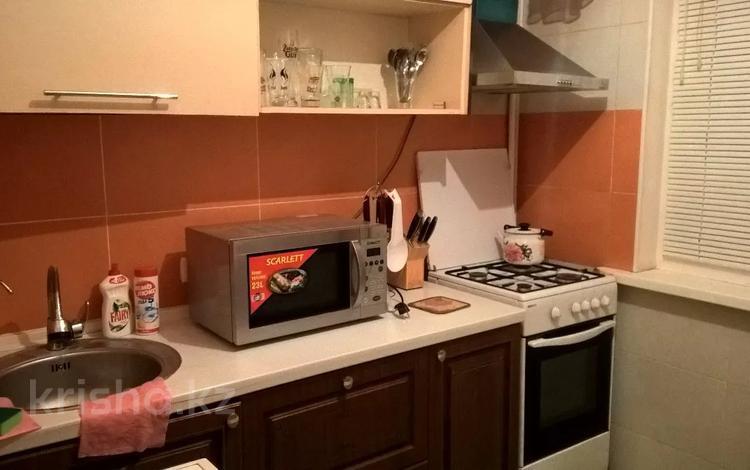 2-комнатная квартира, 47 м², 1/5 этаж посуточно, Азаттык 62 — Махамбета за 7 027 〒 в Атырау
