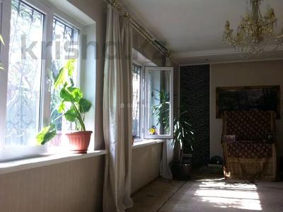 4-комнатный дом помесячно, 150 м², мкр Мирас за 280 000 〒 в Алматы, Бостандыкский р-н — фото 3