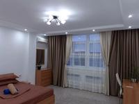1-комнатная квартира, 65 м², 5/9 этаж посуточно, Сатпаева 2 Б за 13 000 〒 в Атырау