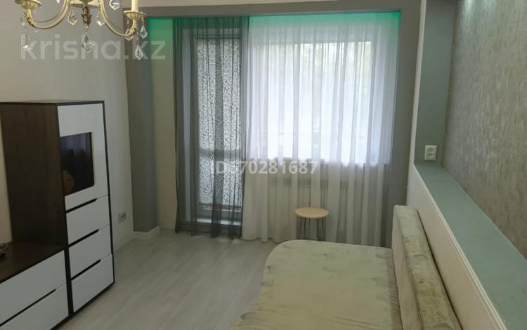 1-комнатная квартира, 31 м², 2/5 этаж, проспект Республики за 13 млн 〒 в Караганде, Казыбек би р-н