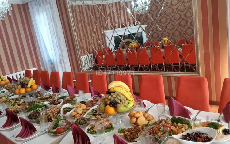 8-комнатный дом посуточно, 250 м², 6 сот., Мкр. Чубары — Сейткали Мендешева за 50 000 〒 в Нур-Султане (Астана), Есиль р-н