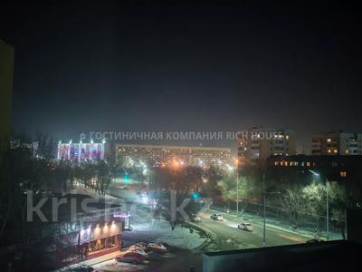 1-комнатная квартира, 35 м², 4/5 этаж посуточно, Ермекова 35 за 10 995 〒 в Караганде, Казыбек би р-н — фото 16